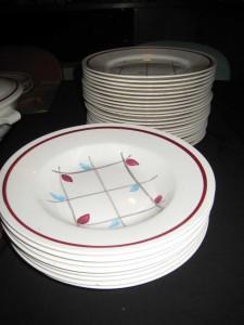 service vaisselle bleu et rouge.4