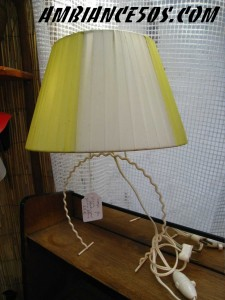 lampe fer blanc abat jour jaune blanc