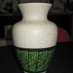 vase beige et vert