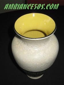 vase beige et vert.1