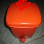 poubelle orange vendu