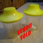sel et poivre plastique jaune.vendu