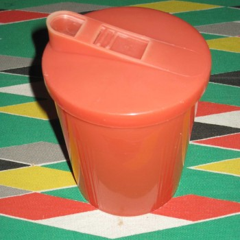 boite verseuse rouge